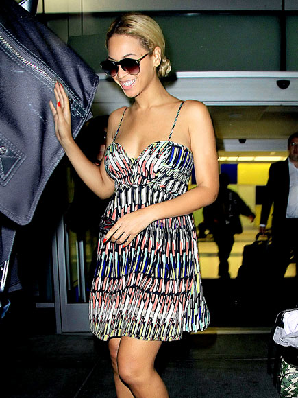 3a60f5d8c33 Even Beyonce recognizes the heat as she steps out in a thin strap summer  dress. (photo credit  peoplestylewatch.com)